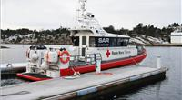 Red Cross lifeboat Veritas demonstrates its towing hook in port at Tjome, Norway (Photo: Henriksen Hooks)