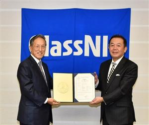 l-r: Koichi Fujiwara, Chairman and President (ClassNK); Masahiro Sagae Executive Officer, Executive General Manager Lighting Application Division (Stanley Electric) (Photo: ClassNK)